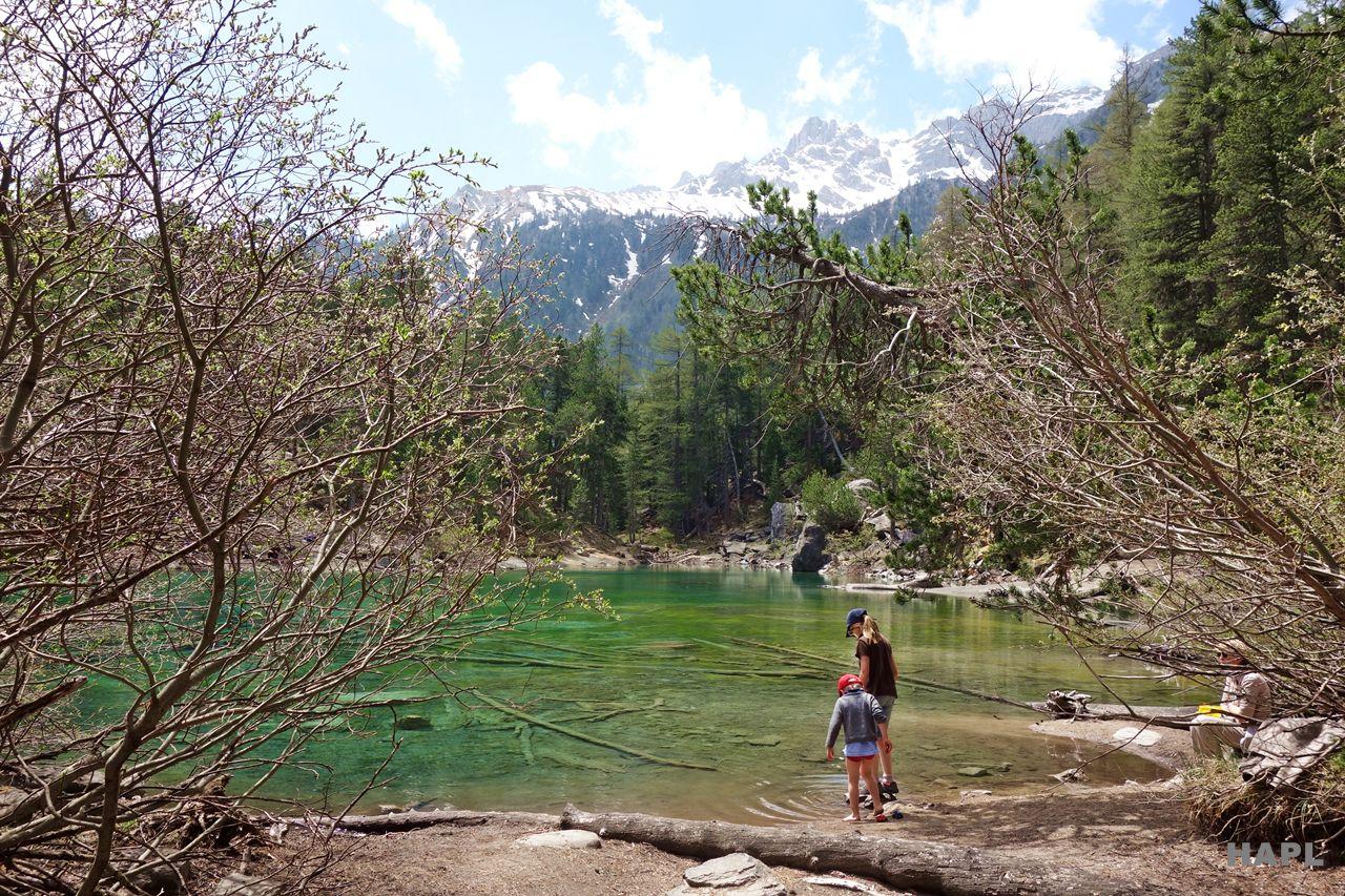 pique-nique-famille-lac-vert-hautes-alpes